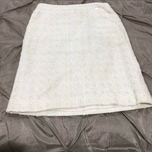 Ivory Chanel tweed skirt with pocket!!